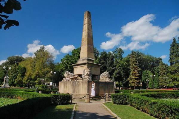 obeliscul cu lei Iași