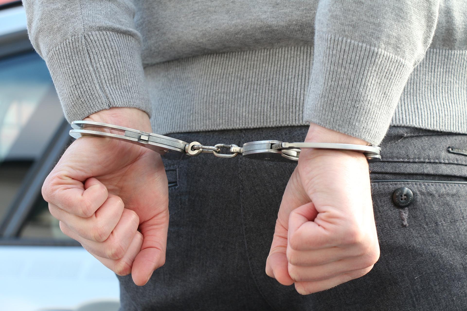 barbat racola minori pe facebook arestat preventiv